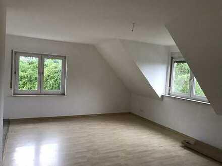 Verkehrsgünstig gelegene, vollständig renovierte 3-Zimmer-DG-Wohnung in Bad Vilbel