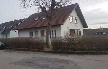 Freistehendes 1 - 2 Familienhaus - ruhige Lage -Renovierungsbedürftig !