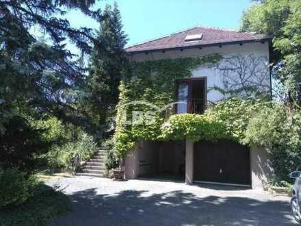Repräsentative Villa mit parkähnlichem Grundstück in Schwarzenfeld - ideal für die Familie