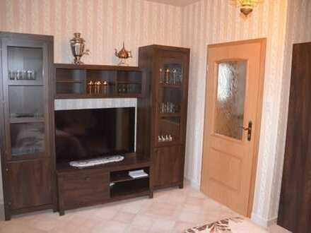 Zwei schöne 1-Raum-Wohnungen möbliert im grundsanierten Wohnhaus mit gemeinsamer Bad- u. Küchenbenut