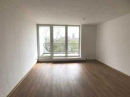 Tolle Aussichten - frisch sanierte 3-Zimmer-Wohnung mit Loggia!
