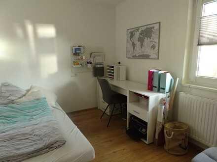 Geselliger und tierlieber Mitbewohner in schöner 3 Zimmer Wohnung gesucht
