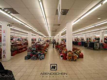 Über 1.400 m² Einzelhandels-/ Gewerbefläche in Zentrumslage