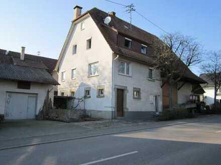 Schönes freistehendes Einfamilienhaus mit fünf Zimmern in Herrenberg mit Küche und Garage von privat