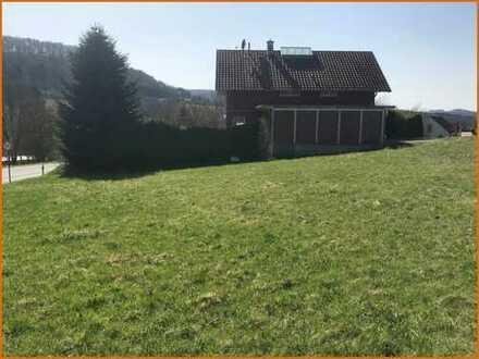 Sonniger, erschlossener und ebener Bauplatz in ruhigem Wohngebiet von Vollmerz