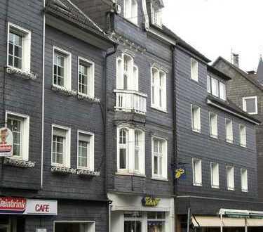 Schöne Altbauwohnung mit Balkon im Zentrum