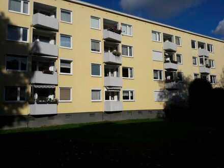 Schön geschnittene 3 Zimmer-Hochparterrewohnung mit Balkon und kompletten Rollläden