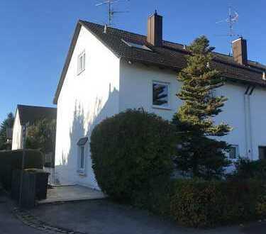 Schöne Doppelhaushälfte mit sechs Zimmern in Augsburg, Göggingen