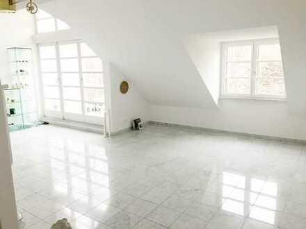 Exklusive Dachgeschosswohnung mit Galerie und offenem Kamin in Bestlage Harlaching