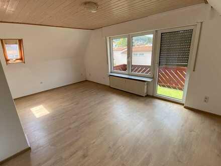 2-Zimmer DG Wohnung in zentraler Lage