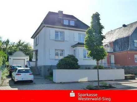Altenkirchen, modernisiertes Ein-Zweifamlienhaus mit schönem Grundstück