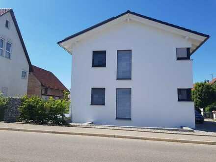 traumhafte 2,5-Zimmer-EG-Wohnung mit EBK und Garten zentral in Schussenried
