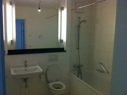 Exklusive, vollständig renovierte 2-Zimmer-Wohnung mit Balkon und EBK in Hohenfelde, Hamburg
