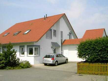 Renovierte Wohnung mit 4,5 Zimmern, Garten und EBK in ZFH in Mittelbiberach