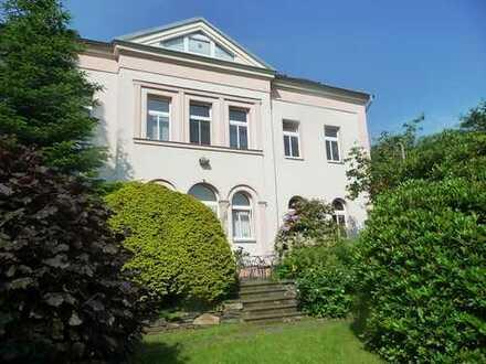 Villenartiges Mehrfamilienhaus mit Nebengebäude zu verkaufen