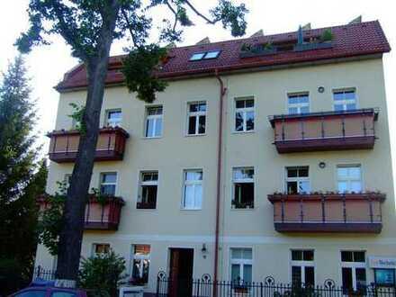Schöne zwei Zimmer Dachgeschoß-Wohnung in Berlin, Kaulsdorf (Hellersdorf)