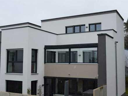NEUWERTIG! Teilmöblierte 4-Zimmer-Maisonettewohnung mit großer Dachterrasse: Entspanntes moder