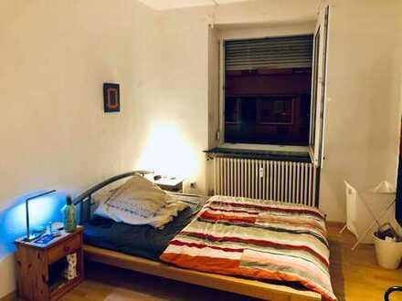 Möbliertes Zimmer in 135m² Wohnung 3er WG