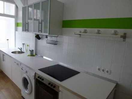 Sanierte 3-Zimmer-Altbauwohnung mit Wintergarten und Einbauküche nähe Bahnhof