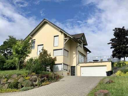 Freistehendes 1-2 Familienhaus mit Photovoltaikanlage in Ortsrandlage