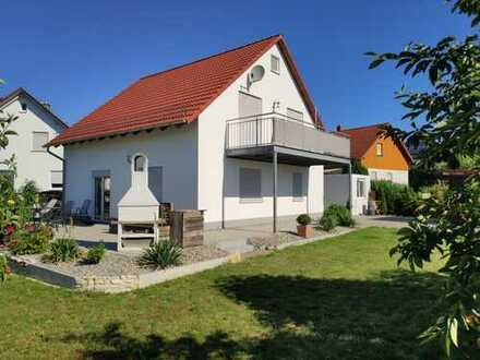 TOP Immobilie: Einfamilienhaus BJ 2004 mit Garage in ruhiger Lage