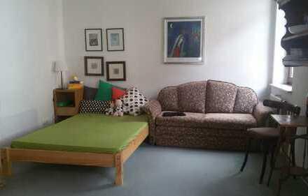 Schönes helles möbl. Zimmer + Dusche/WC ca. 25 qm + Küchenmitbenutzung in zentraler ruhiger Wohnlage