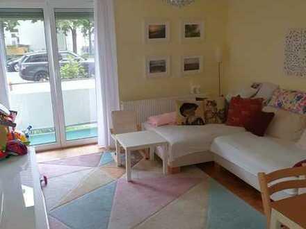 Helle, gemütliche Hochparterre-Wohnung mit zwei Balkonen