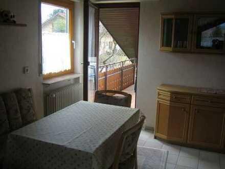 Gepflegte, teilweise möblierte 2,5-Zimmer-DG-Wohnung mit Balkon und EBK in Weilheim