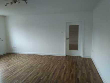 Sehr helle 3 Zimmer Wohnung in zentraler Lage
