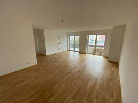 Erstbezug: schöne 3-Zimmer-Wohnung mit Einbauküche und Balkon im Zentrum von Burgau