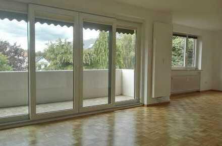 Erstbezug nach Sanierung: freundliche 4-Zimmer-Wohnung mit Balkon in bevorzugter Wohnlage