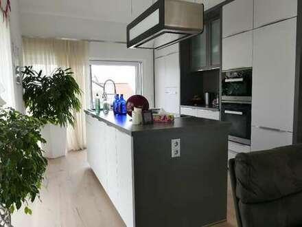 Penthauswohnung mit 4 Zimmern, 2 Terrassen, Sauna und Designküche!