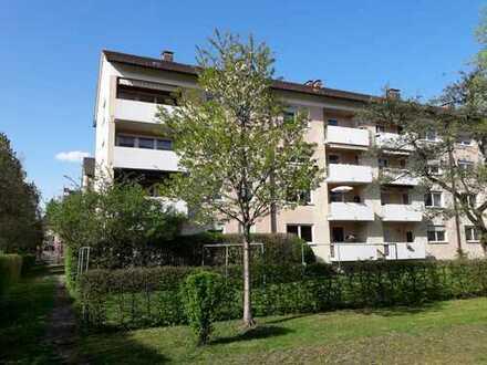 Sehr gepflegte 3-Zimmer-Wohnung mit Balkon und Einbauküche in Rosenheim