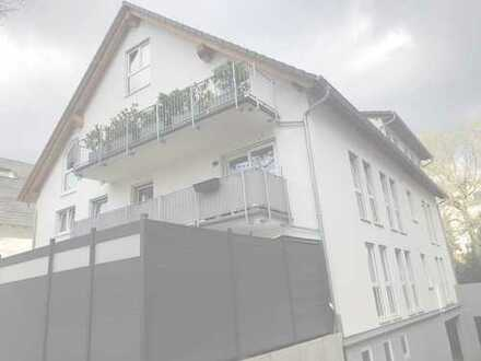 Neuwertige 4-Zimmer-Wohnung mit Balkon und EBK in Wiesbaden