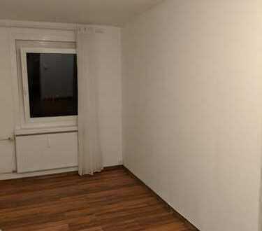 hübsches WG-Zimmer in großer gemeinsamer Wohnung zu vermieten