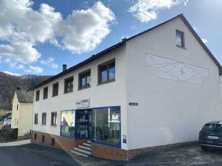 Wohn- und Geschäftshaus mit viel Potenzial - zentrale, ruhige Dorflage für Gewerbe und Wohnen