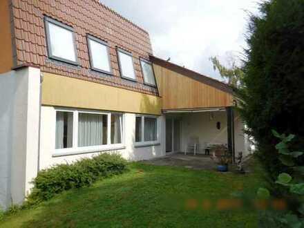 Frei stehendes Architektenhaus in Bestlage /Freiberg-Heutingsheim von Privat!