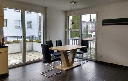 Stilvolle, neuwertige 2,5-Zimmer-Wohnung mit Balkon und Einbauküche in Augsburg