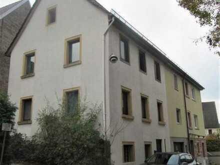 ##Renovierungsbedürftige Doppelhaushälfte mitten im Dallauer Ortskern##