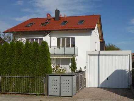 Sehr gepflegte, moderne DHH mit Garten und vielen Extras in Puchheim-Bahnhof (Nord)