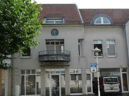Gepflegte 5-Zimmer-Wohnung mit Balkon und Einbauküche in Rheine