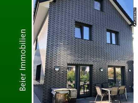 Modern und luxuriös! Freistehendes Einfamilienhaus mit Garage!