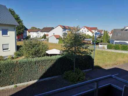 Gepflegte, lichtdurchflutete-2,5-Raum-Wohnung mit Balkon und Einbauküche in Bad Schönborn