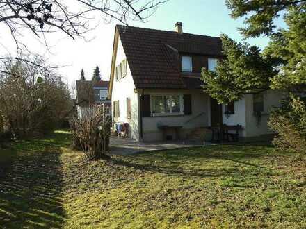 Renovierungsbedürftiges Einfamilienhaus mit sehr großem Grundstück in guter Lage