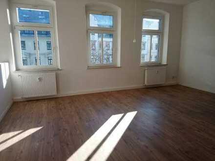 !! 4-Raum-Wohnung mit 2 Bädern, PKW-Stellplatz im Stadtteil Hilbersdorf !!