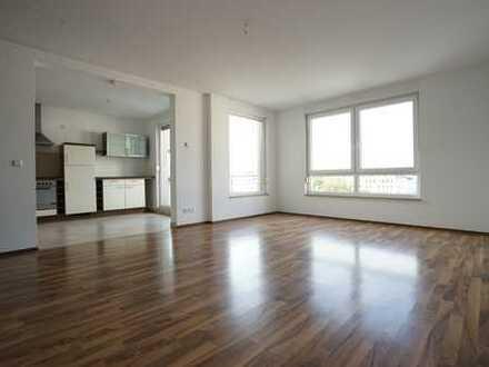 **helle 3-Raum-Wohnung - mit Fußbodenheizung, Einbauküche und Balkon**
