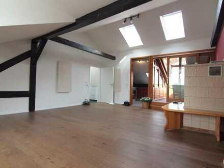 Sanierte 4-Raum-DG-Wohnung mit Balkon und Einbauküche in Bamberg