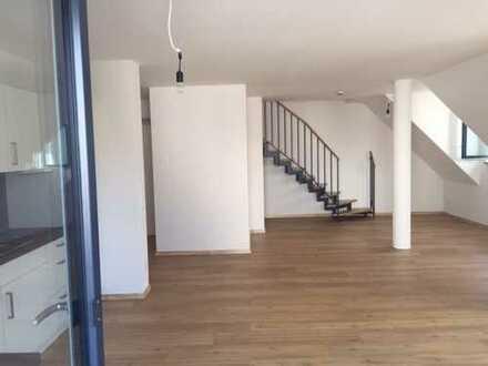 Schöne, geräumige drei Zimmer Wohnung auf zwei Ebenen in in Schwandorf (Kreis), Schwandorf