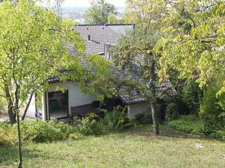 Schönes Haus mit grossem Garten und Einliegerwohnung in Böblingen (Kreis), Leonberg