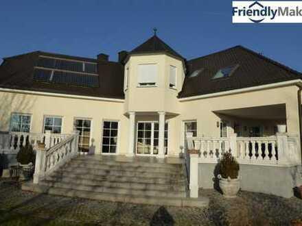 **Traumhafte Villa mit Pool in Landau an der Isar zu mieten!**